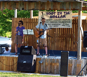 The Pea Pickin' Hearts performing at the Hoot in the Hollar in 2010!