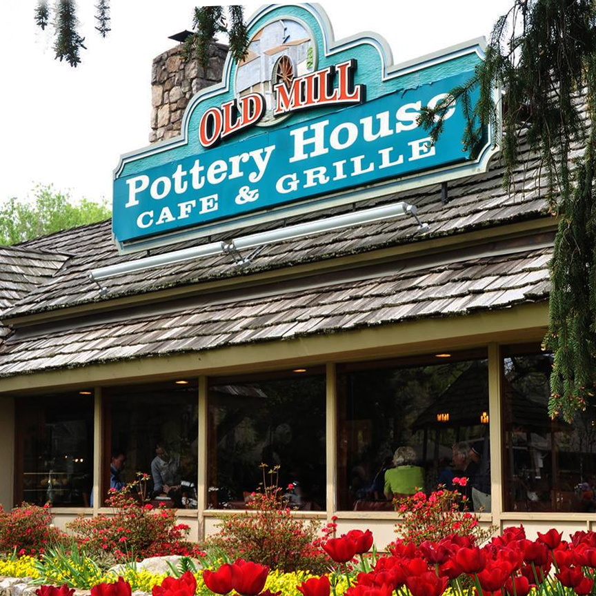 Hear the Pea Pickin' Hearts outside the Pottery House Cafe in Pigeon Forge, TN!